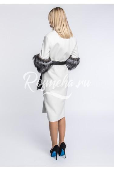 Белое шерстяное пальто с чернобуркой (120-10010)